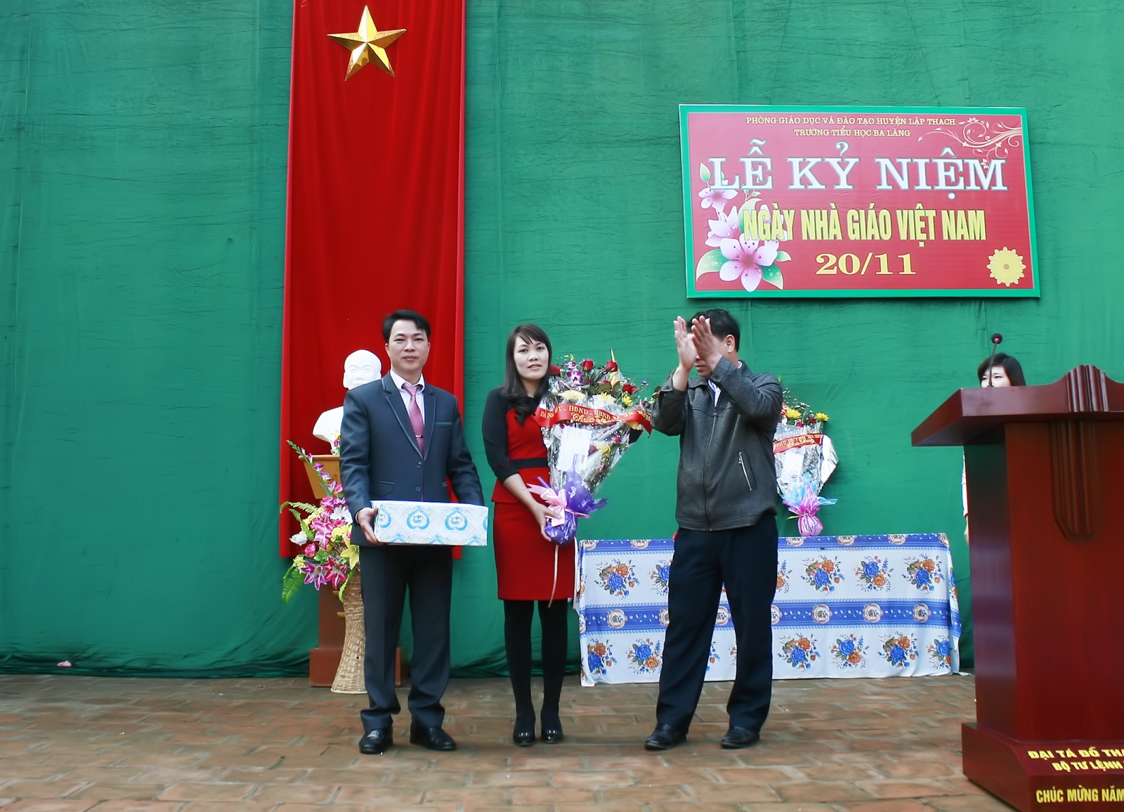 Một số hình ảnh đẹp trong Lễ Kỉ niệm Ngày Nhà giáo Việt Nam 20/11